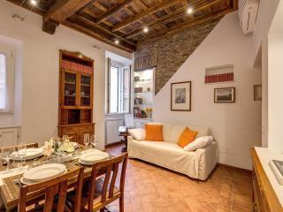 LUXURY HOME IN CAMPO DEI FIORI, Rome