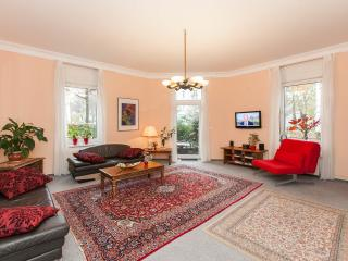 Mozart 90 m2 App lux, safe, terrace 10 min to Alex, Berlin