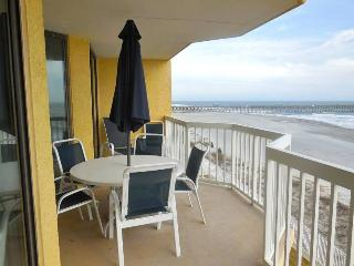 Luxury Oceanfront Condo, 2 pools!, Folly Beach