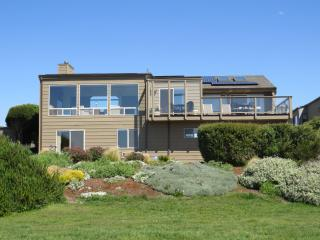 Spacious House With Living Areas, Kitchen, Game Room, Bedrooms & Large Deck Facing Ocean & Sunsets