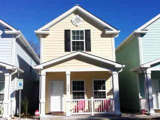 BEAUTIFUl BEACH STYLE COTTAGE, ONE BLOCK TO BEACH, Myrtle Beach