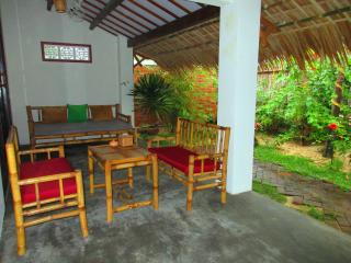 Red Flower Cottages - Gerbera room, Hoi An