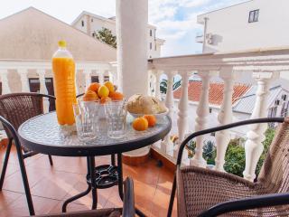 Camellia cozy apartment 50 m from sea line, Rafailovici