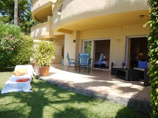 Spacious 2 bedroom apartment, huge south terrasse, Elviria