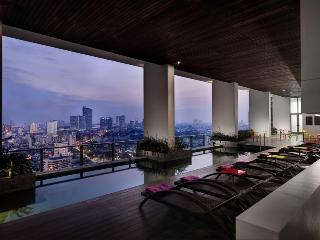 Blissful 1BR Apartment on River!, Bangkok