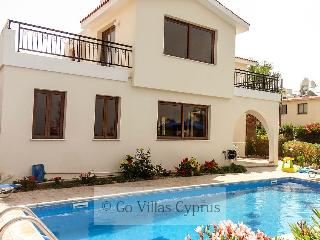 Sleeps 7 - 3BR Villa, private pool, sea views,wifi, Kissonerga