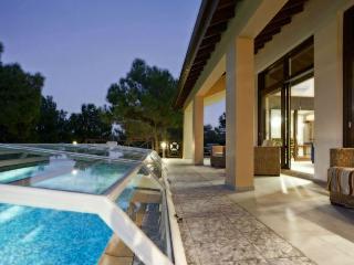 Luxury in Nature dream villa,heated pool,sea views