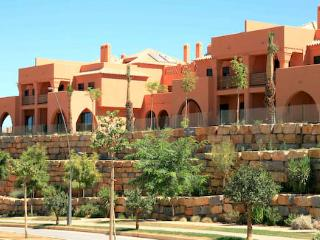 Amendoeira Two Bed Apartment with Mezzanine, Alcantarilha