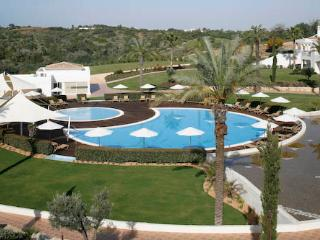 Vale d'Oliveiras 2 Bed Suite Pool View , Self Catering, Ferragudo