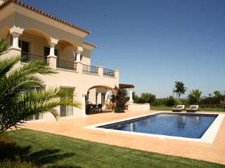 Monte Rei Four Bedroom Villa with Private Pool, With Pool Heating, Vila Nova de Cacela
