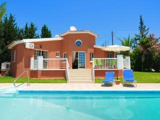 Three Bedroom Bungalow Villa With Private Pool, Peyia