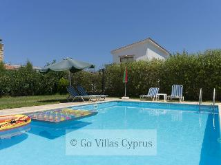 Stunning 3BR villa, walking distance to beach,wifi