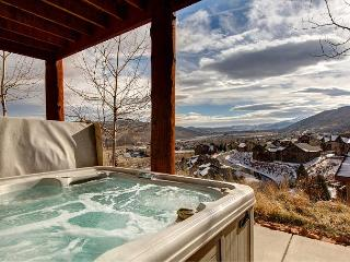 Hilltop Luxury 4BR Log Cabin w/ Panoramic Views & Private Hot Tub!