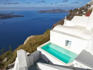 BlueVillas | Olivine | Outdoor jacuzzi plunge pool with volcano view