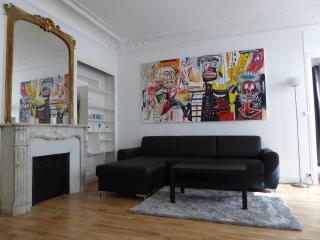 Superior Two Bedroom Flat in the center of Paris