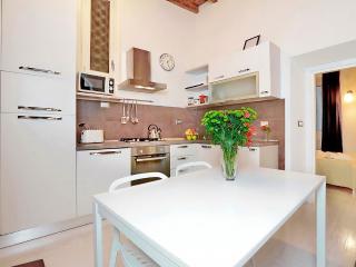 Elegant 2bd, 2 bt apartment in Campo de Fiori