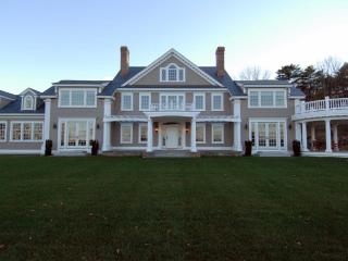 Luxury Service- Magnificent Waterfront Estate/ heated pool and magnificent views, York Harbor