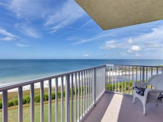 Estero Beach & Tennis 703B, Bay View, Pool, Elevator, Sleeps 4, WIFI, Fort Myers Beach
