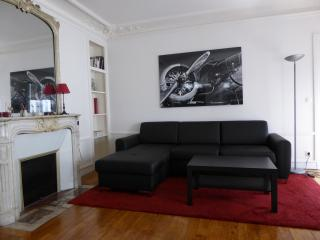 Two Bedroom Flat in The Center of Paris, Parijs