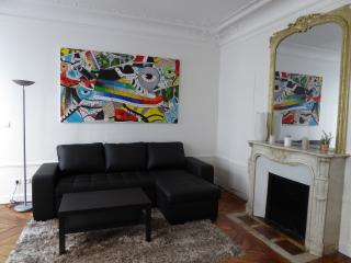 Two Bedrooms Flat In The Center Of Paris