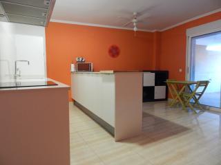 Apartamento confortable, muy cerca de la  playa con WiFi. LICENCIA VT-35539-V