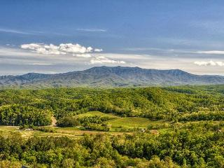 ON EAGLE'S WINGS- BREATHTAKING MOUNTAIN VIEWS! 3/2, Pigeon Forge