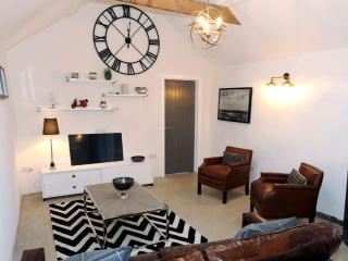 Luxury Cottage, Rural Views with Log Burner near Saundersfoot and Tenby, Ludchurch