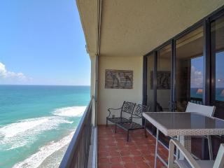 Snowbirds!Islandia I Luxury Penthouse Living Fully, Jensen Beach