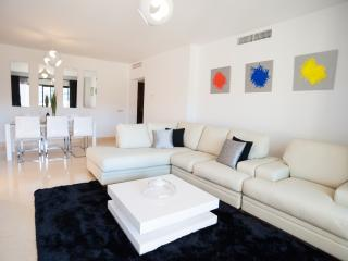 Capanes del Golf - 2 Bed Contemporary Apartment
