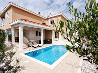 TH00763 Villa Antonia, Necujam