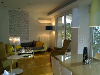 Nice and comfortable apartment at the city centre, Athènes