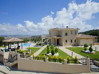 Modern luxury villa, sleeps 7, peaceful location, Stroumbi