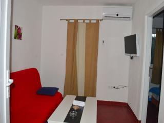 TH01233 Apartments Krizanovic / One bedroom A2, Tisno