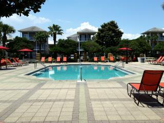 South Seas Home on 1st Beach Street! Walk to Beach, 2 houses from main pool!, Miramar Beach