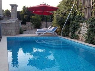 Apartment Borna with private pool, Makarska