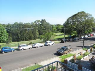 DRUM2 - Spacious Family Home Located in Drummoyne, Sídney
