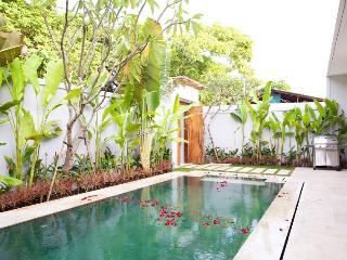Luxury Villa in Sira Beach, Tanjung