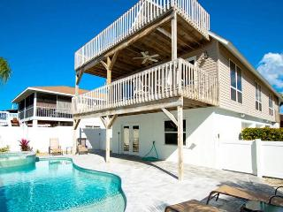 Starfish Villa: 2BR Pool Home w/Elevator, Holmes Beach