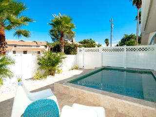 Anna Cabana A: 2BR North End Pool Home, Anna Maria