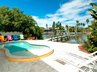 Starfish Dreams: 2BR Canal Home w/Dock & Pool, Anna Maria