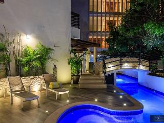 Completely Renovated with Private Pool + Free Internet + Valet Parking, Playa del Carmen