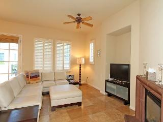 Private Three Bed Three Bath Townhome with Custom Furniture and Mountain View, La Quinta