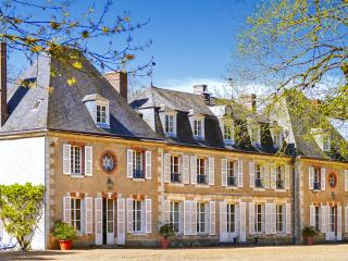 Chateau Giroux, Logron