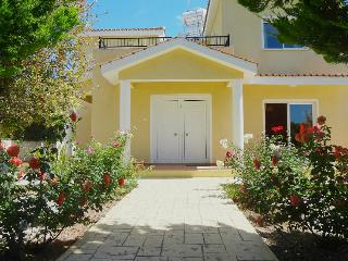 3BR villa, private pool, large gardens, coral bay, Peyia