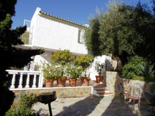 The townhouse is in a very well kept complex betwe, Benahavis
