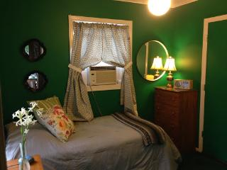 Humphrey Homestay - Green Room, Oak Park