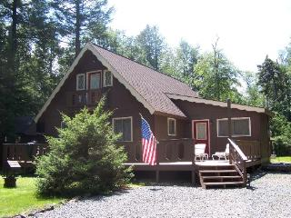 4 Bedroom Summer Chalet Home Close to Major Pocono Attractions - Free WiFi