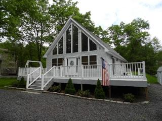 PERFECT Vacation Chalet in Amenity filled Towamensing Trails