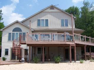 Beautiful Summer Lakefront Home - Central A/C, Private Beach, WiFi