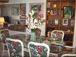 Large dining area in the condo for relaxed dining for 6 people